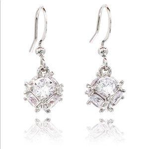 Lady crystal ball earrings